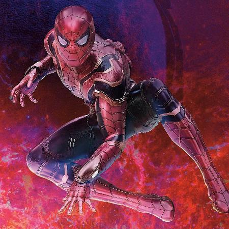 Pôster chinês mostra o novo Homem Aranha, em Vingadores - Reprodução/Reddit