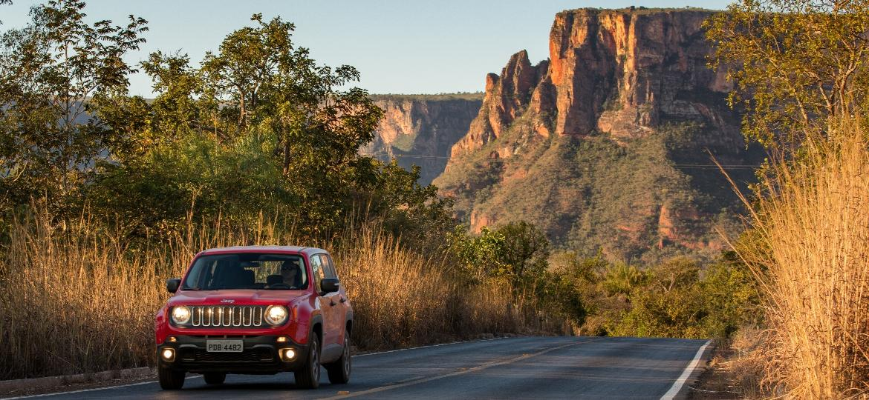 Jeep Renegade na Chapada dos Guimarães: é possível ver vários tipos de vegetação que compõem o cerrado, bioma com diversidade incrível - Divulgação