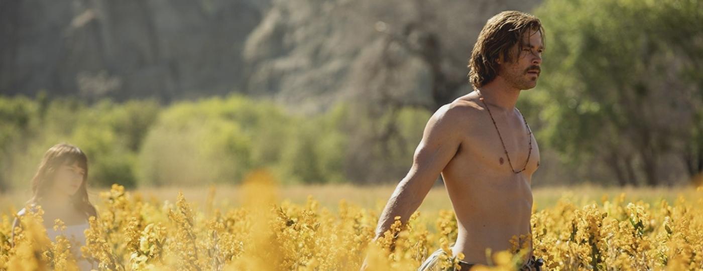 """Chris Hemsworth em """"Maus Momentos no Hotel Royale"""" - Divulgação"""