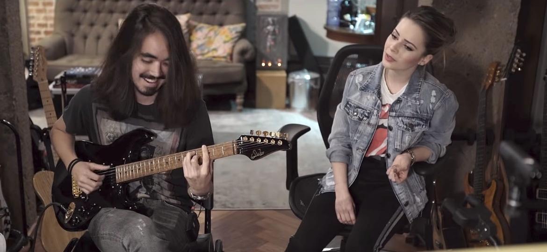 """O guitarrista Mateus Asato e Sandy gravam a música """"Grito Mudo"""" no estúdio da cantora em Campinas (SP) - Reprodução/YouTube"""