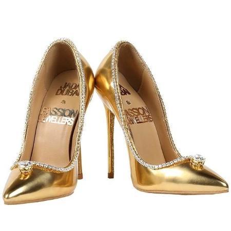 f90114770c Sapato de salto mais caro do mundo custa R  67 milhões e está à ...