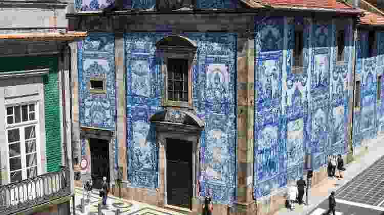 Os azulejos da Capela das Almas - Associação de Turismo do Porto e Norte - Associação de Turismo do Porto e Norte