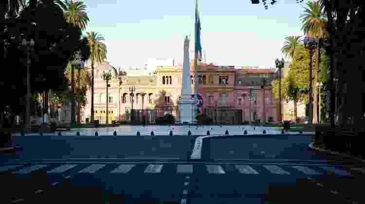 Ruas vazias em frente à Casa Rosada, residência presidencial em Buenos Aires, na Argentina - NurPhoto/NurPhoto via Getty Images