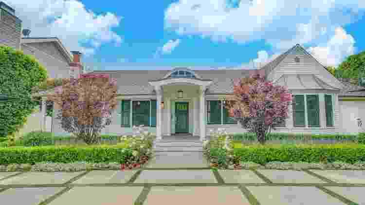 Fachada da mansão em Studio City, Califórnia - realtor.com - realtor.com