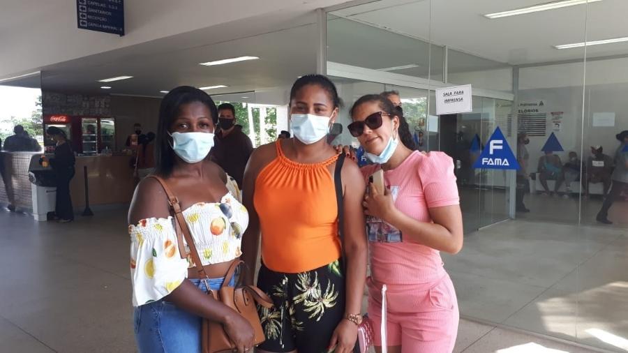 Viviane Sena, de 37 anos, Adariane Santos, 32 e Leila Silva, 30, viajaram de Jequié (BA) a Goiânia - Galtiery Rodrigues/UOL