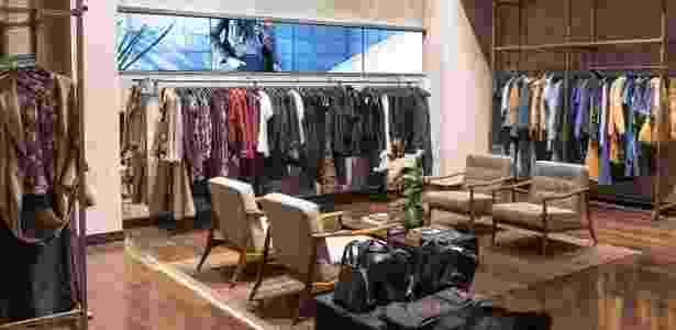 Loja física da Amaro, onde a cliente pode provar as roupas que lhe interessaram via web - Divulgação