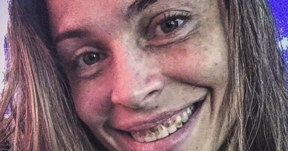 26.ago.2015 - Grazi Massafera aparece com dentes podres e cabelos sujos em foto caracterizada como Larissa de