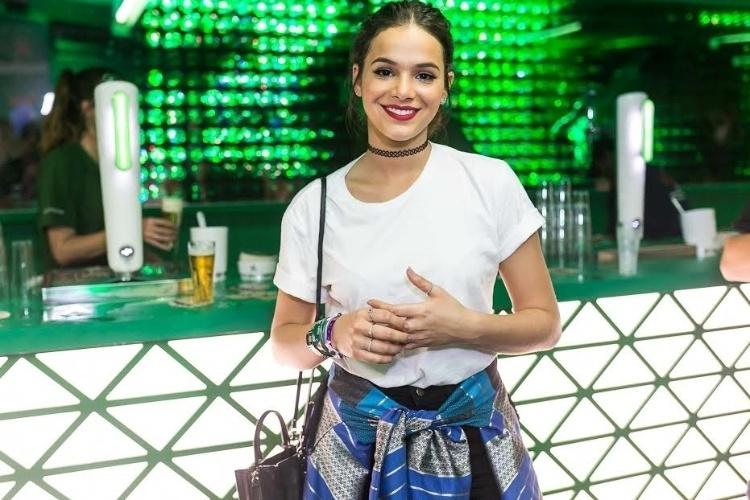 18.set.2015 - Bruna Marquezine posa para fotos no primeiro dia de Rock in Rio