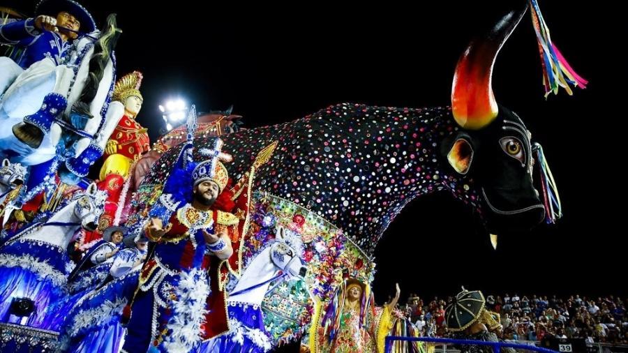 Carro Bumba Meu Boi, da Tom Maior, que abriu o Carnaval de SP 2017 homenageando Elba Ramalho e a cultura nordestina - Alexandre Schneider/UOL