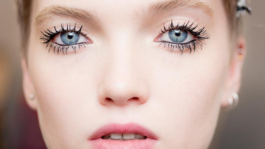 Veja como conseguir cílios destacados como os da beleza do desfile de primavera/verão 2018 da Dior - Divulgação