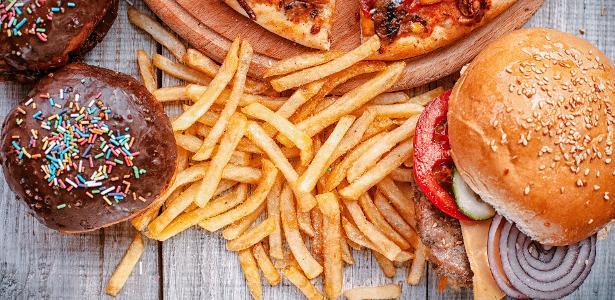 Londres quer proibir anúncio de fast-food no metrô