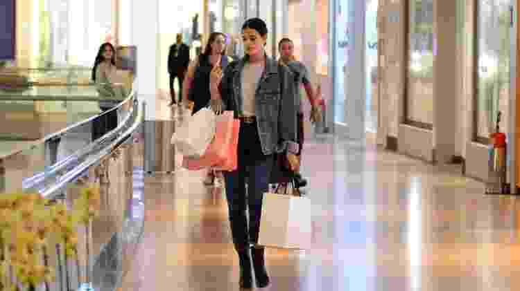 Bruna Marquezine deixa shopping no Rio cheia de sacolas após compras - Webert Belicio/Ag.News - Webert Belicio/Ag.News