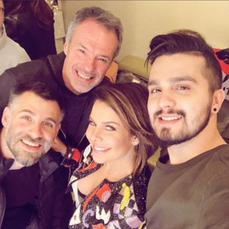 Fernanda Souza e Luan Santana com os diretores Raoni Carneiro e Ricardo Waddington - Reprodução/Instagram