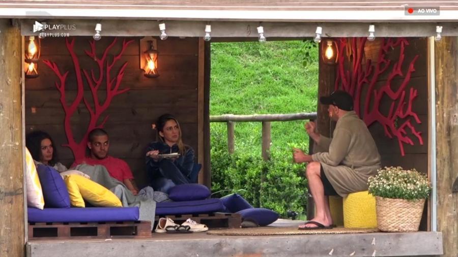 Peões discutem na casa da árvore depois de votos serem revelados  - Reprodução/PlayPlus