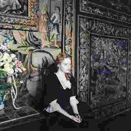 """Emma Stone em cena de """"A Favorita"""" - IMDB/Divulgação"""