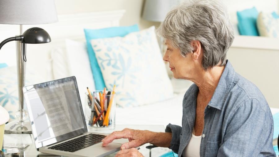 Mulheres na terceira idade ainda estão em plenas condições de trabalhar, diz especialista - iStock