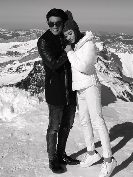 O cantor indonésio  Riefian Fajarsyah, do grupo Seventeen, com a mulher, Dylan Sahara - Reprodução/instagram