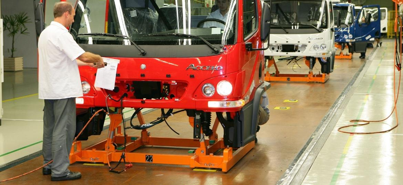 3dc96cd22 Mercedes nega rumores de fechamento de fábrica em Juiz de Fora (MG)