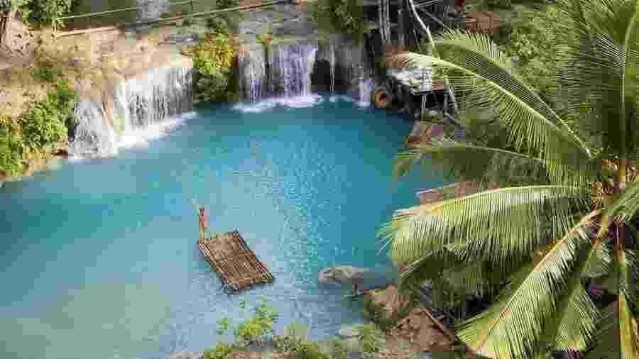 Foto em cachoeira na Ilha de Siquijor, nas Filipinas - Carles Alonso/Agora Images