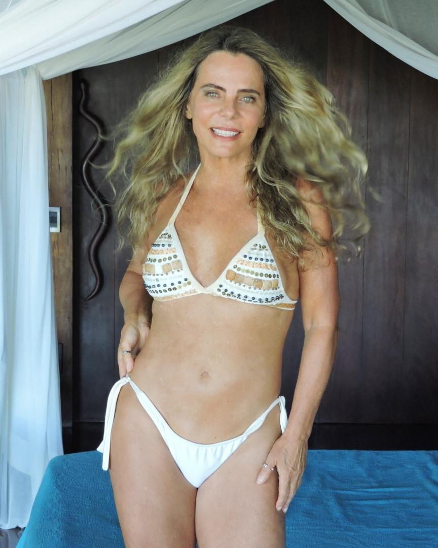 Aos 67 anos, Bruna Lombardi impressiona seguidores com foto de biquíni -  11/01/2020 - UOL TV e Famosos