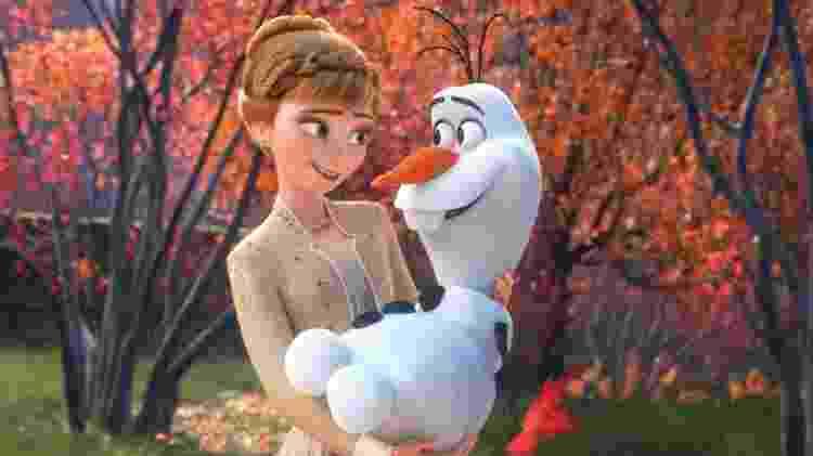 """A princesa Anna segura o boneco Olaf em cena de """"Frozen 2"""" - reprodução/Walt Disney Animation Studios - reprodução/Walt Disney Animation Studios"""