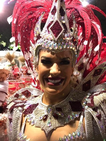 Lorena Improta é musa da Viradouro - Lola Ferreira