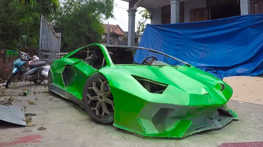 Jovens fazem Lamborghini Aventador SVJ de papelão no Vietnã - Reprodução