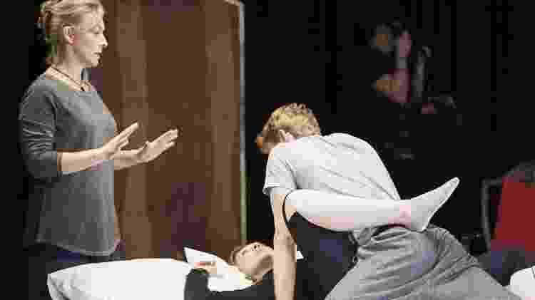 A britânica Ita O'Brien dirige cena de sexo em peça de teatral - Ita O'Brien/Arquivo Pessoal - Ita O'Brien/Arquivo Pessoal