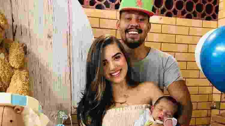 A Fazenda 2021: Mussunzinho com a noiva, Karoline Menezes, e o filho, o pequeno Tom - Reprodução/Instagram - Reprodução/Instagram