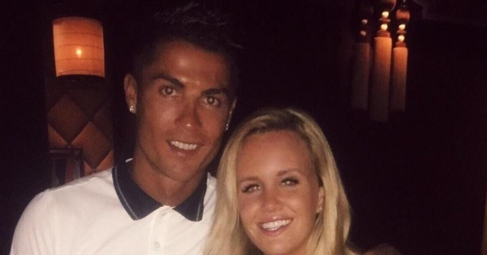 Cristiano Ronaldo devolve celular perdido e convida a dona do aparelho para um jantar