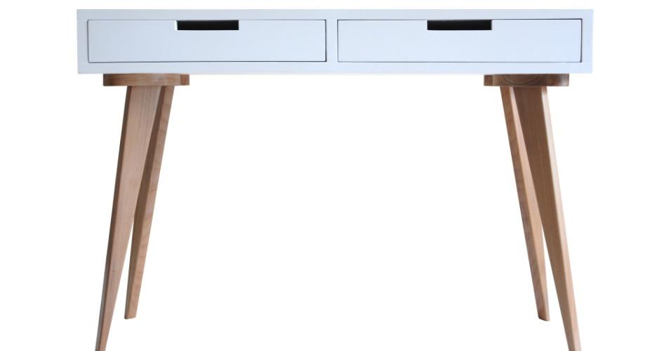 O aparador Quilha, na cor branca, é vendido na Move Móvel (www.movemovel.com.br). O produto com acabamento em laca brilhante ou acetinada possui pernas de madeira (jequitibá) e caixa feita com MDF | Para outras informações, consulte o fornecedor