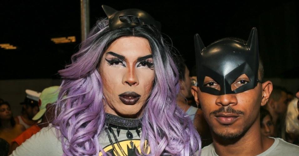 05.fev.2016 - Foliões capricham na fantasia para curtir a primeira noite do Carnaval de Salvador.