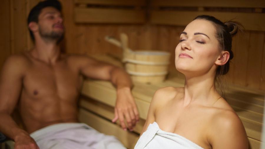 """Fazer sauna ou """"hot ioga"""" pode não ser uma má ideia, segundo a cientista Caroline Kumsta, líder da pesquisa - Getty Images"""