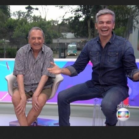 Agildo Ribeiro brinca com Otaviano Costa e Sophia Abrahão por estar com as pernas de fora  - Reprodução/TV Globo/Vídeo Show
