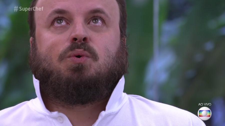 """Paulinho Serra fica com os olhos marejados após vencer prova de repescagem do """"Super Chef Celebridades"""" - Reprodução/TV Globo"""
