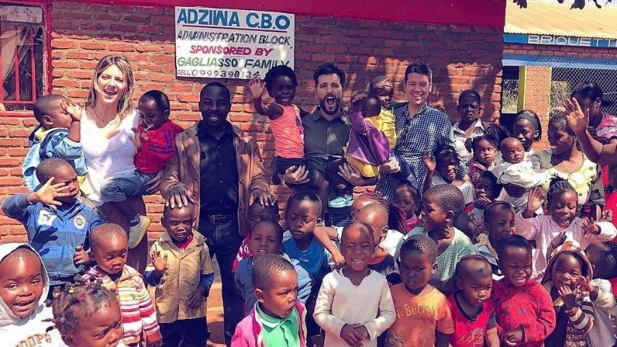 Bruno Gagliasso e Giovanna Ewbank visitam escola que patrocinam no Malaui - Reprodução/Instagram/brunogagliasso