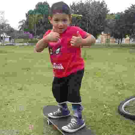 Willian, filho da pedagoga pedagoga Ana Cristina Bezerra; personagens de matéria de UOL Estilo sobre adoção - Arquivo Pessoal - Arquivo Pessoal