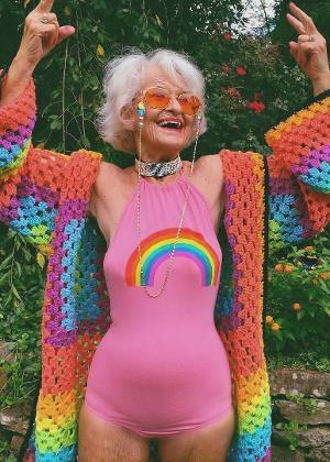 Helen Winkle tem 90 anos e começou a postar seus looks no Instagram por um pedido da bisneta. Hoje, ela tem 3,3 milhões de seguidores na rede