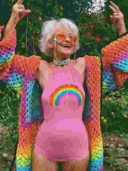 Helen Winkle tem 90 anos e começou a postar seus looks no Instagram por um pedido da bisneta. Hoje, ela tem 3,3 milhões de seguidores na rede - Reprodução Instagram