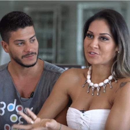 Mayra Cardi ao lado do marido, Arthur Aguiar - Reprodução/YouTube