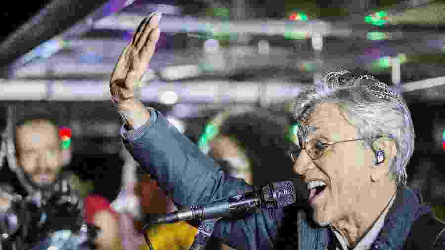 Caetano Veloso canta com o cortejo do bloco Tarado Ni Você na rua da Consolação, durante a Virada Cultural - Marlene Bergamo/FolhaPress