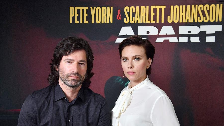 "Pete Yorn e Scarlett Johansson divulgam o EP ""Apart"" - Angela Weiss/AFP"