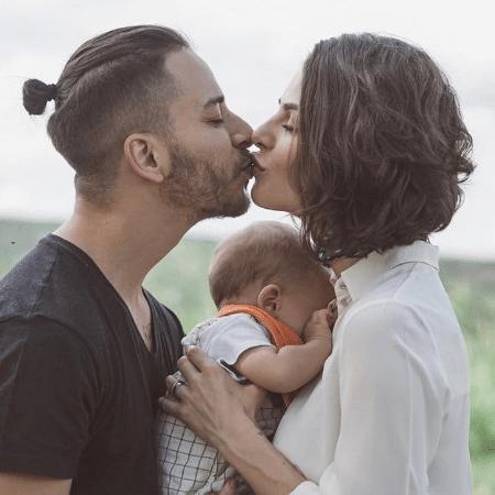 Monica Benini e o marido, Junior Lima, com o filho Otto - Reprodução/Instagram/@monicabenini