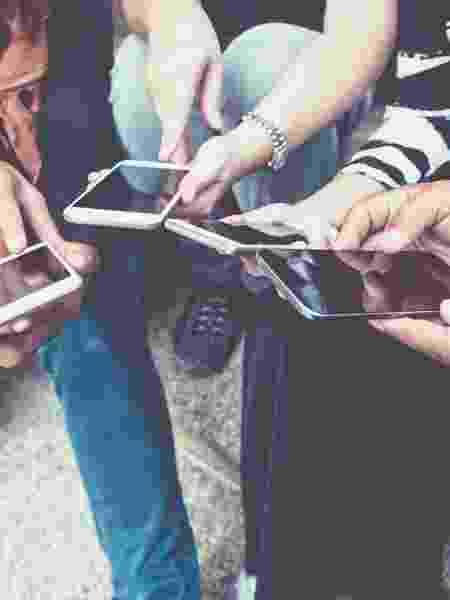 Compartilhamento de imagens de nudez e pornografia é comum em grupos de Whatsapp entre adolescentes - iStock