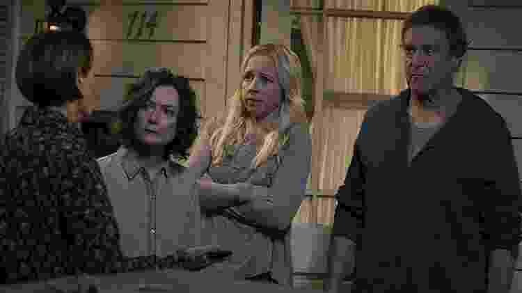 """John Goodman, Sara Gilbert, Alicia Goranson e Laurie Metcalf em cena da série """"The Conners"""" - Reprodução - Reprodução"""