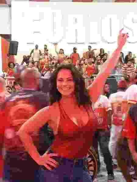 """Apesar das gravações de """"O Sétimo Guardião"""", a rainha de bateria do Salgueiro não perde um ensaio - Ana Cora Lima/UOL - Ana Cora Lima/UOL"""