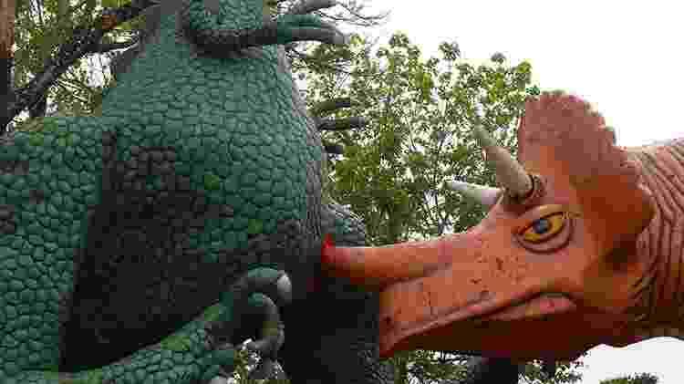 Estátuas de dinossauros estão entre os atrativos da Hacienda Nápoles, na Colômbia - Divulgação/Parque Temático Hacienda Nápoles