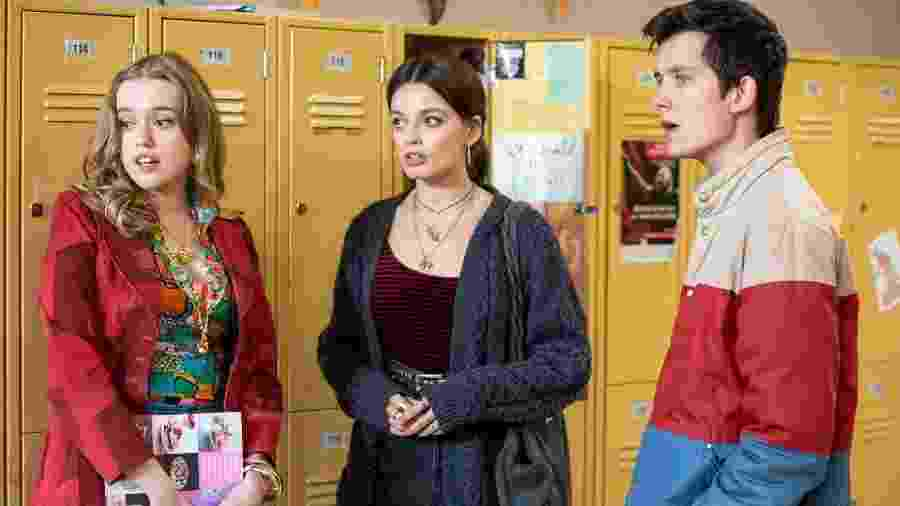 Aimee (Aimee Lou Wood), Maeve (Emma Mackey) e Otis (Asa Butterfield) em Sex Education - Divulgação/Netflix