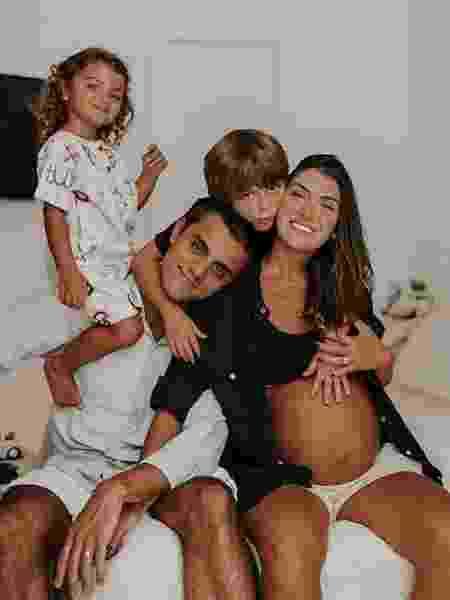 Felipe Simas, Mariana Uhlman e os filhos, Joaquim e Maria - REPRODUÇÃO/INSTAGRAM