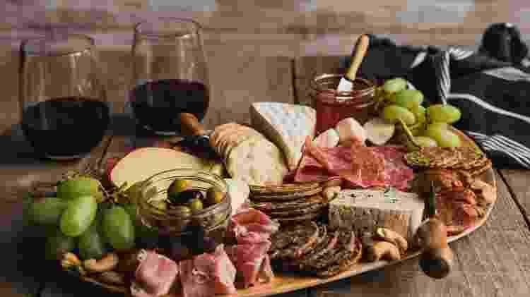 Tábua de queijos com variedades - Getty Images/iStockphotos - Getty Images/iStockphotos